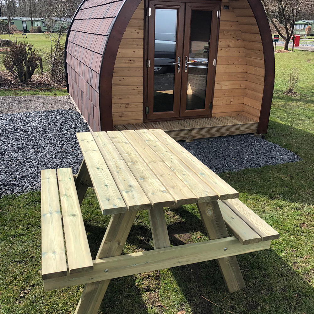 Hampshire picnic table hire